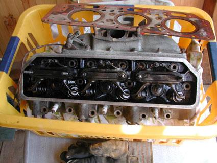 Aufgeschraubter Motor einer Lancia Aurelia B12