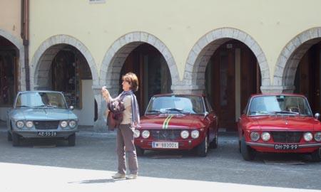 RFM-Meeting 2012: Cividale - die Fulvia-Truppe umweltbewußt - siehe Kartons unter den Autos!