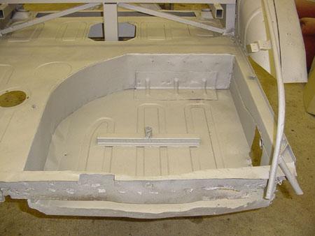 Lancia Flaminia Restaurierung: Sandstrahlen und Grundierung