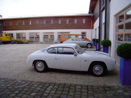 B&F Touringgarage Troisdorf: Appia Zagato - fast allein im großen Hof