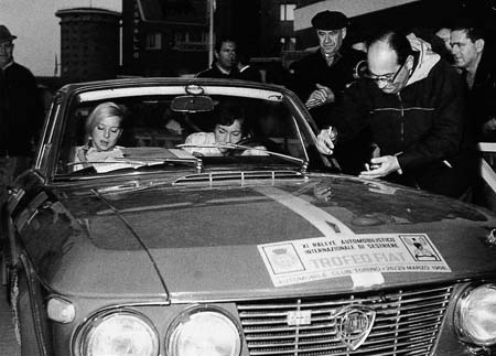 Lancia Fulvia: Pat Moss-Carlsson/Elisabeth Nyström - Rallye Sestriere 1968 (Foto N. Trow, The Illustrated Lancia)