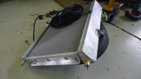 Flavia Zagato: Der neue Kühler mit Montagerahmen, Lüftergehäuse und Temperaturschalter