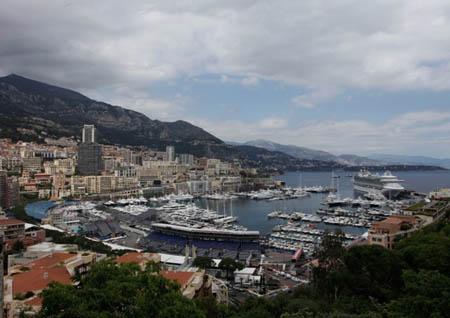 Grand Prix Historique 2012: Bilderbuchansicht ohne Verschandlung durch stinkende Rennwagen