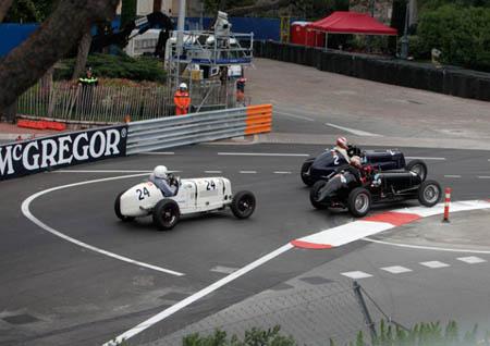 """Grand Prix Historique 2012: Die """"Konkurrenten"""" auf Tuchfühlung vor der Einfahrt in den Tunnel"""