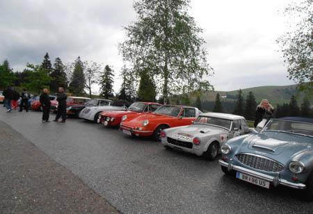 1. Wolfgangsee Classic 2012: Warten bis alle Teilnehmer auf der Postalm eingetroffen sind