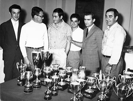 Das sind die wahren Helden, die Mechaniker des Reparto Corse Lancia, sie hielten die Autos am Leben - und freuten sich mit den Fahrern