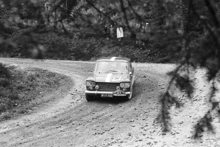 Es kann nicht immer Lancia sein: Der Autor mit G. Kafunek auf FIAT 1964