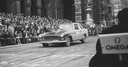 Semperit Rallye 1962 - Brems- und Beschleunigungsprüfung vor dem Wiener Rathaus