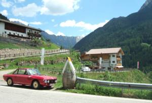 """Lancia Club Suisse Frühlingstreffen: """"Hofschenke"""" oberhalb St. Leonhard im Passaier - erste Adresse für liegengebliebene Fulvias"""