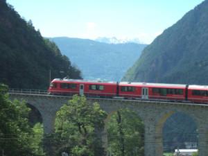 Lancia Club Suisse Frühlingstreffen: Die Rhätische Bahn bei Brusio - 700% Steigung. 40 m Radius - einmalig!
