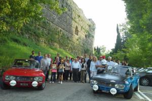 """16. Treffen der Fulvia-Freunde: Das """"unvermeidliche"""" Gruppenfoto, von denen die zum Castello gefunden haben"""