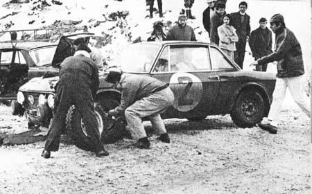 Lancia Fulvia im Schnee - Sanremo 1969: Aaltonen/Liddon - 2. Platz. Reifenwechsel in der SP