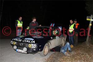 Winterrallye Steiermark 2014: Das Werksservice von Lancia war noch nicht zur Stelle, d.h. Selbermachen!