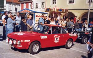 Alpenfahrt Classic Rallye 2003 - Volksauflauf bei den Zeitkontrollen