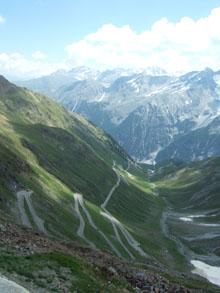 Rallye-Helden der Vormoderne: Abfahrt vom Stilfser Joch nach Bormio - 50 Kehren in der 4. Nacht mit 49,8 km/h Schnitt
