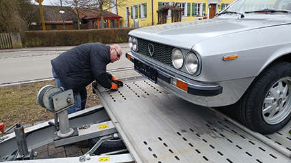 Beta Coupé auf dem Weg nach Oberösterreich - harte Arbeit, dreifache Sicherung