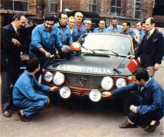 Reparto Corse Lancia - kompetente Berater für Zubehör - rechts Gianni Tonti
