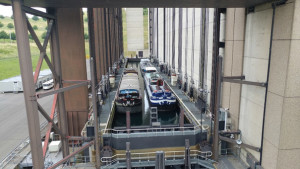 RFM Meeting 2017 - die Bootsfahrt - 25 Jahre Bauzeit, 2 Wannen heben die Schiffe 73m hoch und es geht geradeaus weiter, Transport für Schiffe gebührenfrei. 25 Jahre Bauzeit, 2 Wannen heben die Schiffe 73m hoch und es geht geradeaus weiter, Transport für Schiffe gebührenfrei.